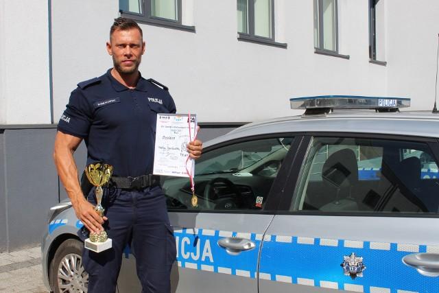 Posterunkowy Mikołaj Śmiałowski z Komendy Powiatowej Policji w Inowrocławiu zajął III miejsce podczas XIV Ogólnopolskich Zawodów w Kulturystyce i Fitness Sopot 2021