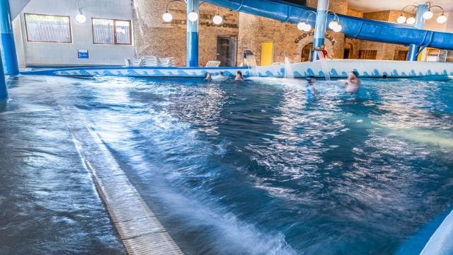 Szukacie miejsca, gdzie można popływać, zrelaksować się w wodzie i świetnie pobawić? Sprawdźcie ranking najlepszych pływalni w naszym regionie. Które pływalnie w województwie podlaskim są najlepsze? Sprawdźcie subiektywny ranking przygotowany przez portal infobasen.pl. Sporządzony został w oparciu o oceny użytkowników.