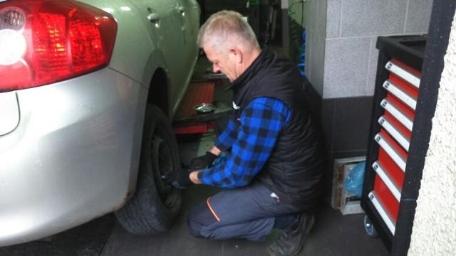 Kierowcy  dbają już o opony, mało kto przyjeżdża z mocno zużytymi - mówi Jan Stanisławski.