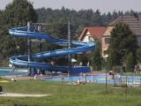 Sanepid zamknął basen w Suchym Borze. Ludzie kąpią się dalej