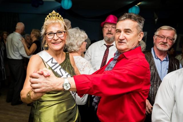 """Seniorzy z bydgoskiego klubu """"Modraczek"""" po raz kolejny zorganizowali bal karnawałowy. Jak zwykle, była świetna zabawa w świetnych humorach, a stroje oryginalne. Zobaczcie zdjęcia z balu klubu """"Modraczek"""" na Wyżynach >>>"""