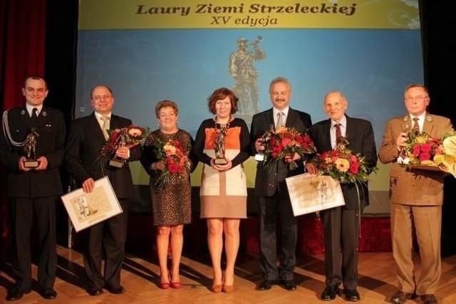 W 2013 roku statuetki odebrali (od lewej):Marcin Murlowski - prezes OSP Raszowa, Piotr Smykała, Barbara Jakubik (mama Arkadiusza Jakubika w jego zastępstwie), Ewa Ptok, Tadeusz Widera - dyrektor szkoły muzycznej, Józef Izydorczyk i Zdzisław Siewiera.