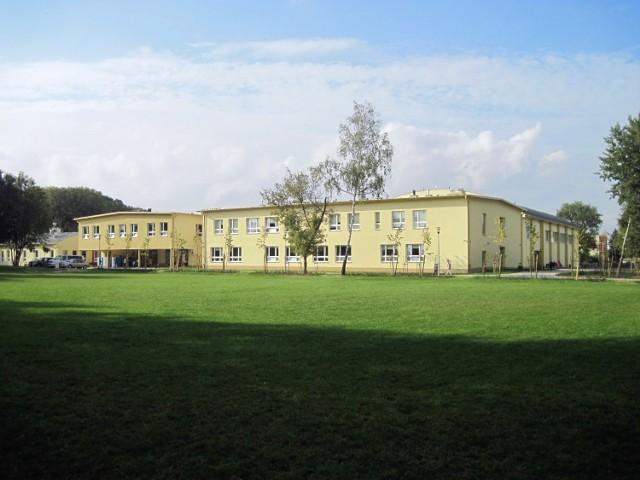 Obecny gmach szkoły przy ul. Sławinkowskiej