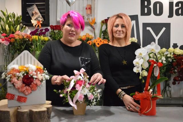 Sylwia Stawiarska (z prawej) prowadzi kwiaciarnię Kwiatowa Fantazja od pięciu lat. Pomaga jej w tym Małgorzata Zaręba.