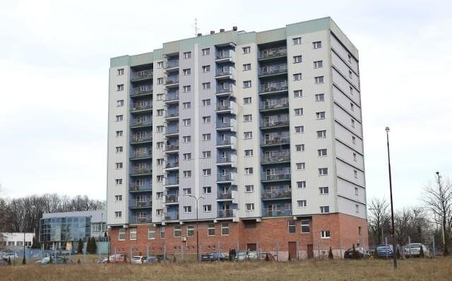 Student ostatniego roku medycyny zmarł w swoim pokoju  w III Ds-sie przy ul. Mazowieckiej 12/16.