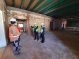 Wodzisław Śląski. Pałac Dietrichsteinów z gotowym dachem. Są nowe piętra, ale w środku jeszcze ruina. To inwestycja za 13,5 mln zł. Zobacz