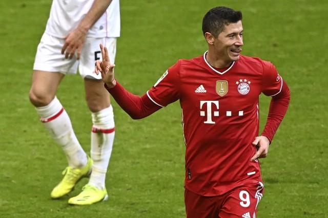 Robert Lewandowski przed wakacjami ustanowił rekord Bundesligi pod względem liczby strzelonych goli w jednym sezonie. Licznik napastnika Bayernu Monachium zatrzymał się na 41. Dokonał tego w swoim 11 sezonie. 12. rozpoczął od dwóch trafień w dwóch meczach. A z jakim dorobkiem kończył poprzednie? Sprawdź!