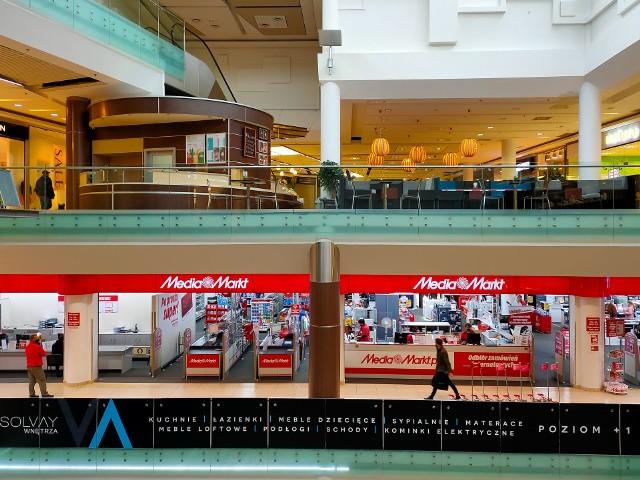 Krakowianie mocno ograniczyli swoje sobotnie zakupy. Galerie handlowe były niemal puste.