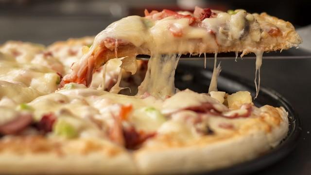 Pizza w Toruniu. Sprawdź, które toruńskie pizzerie cieszą się dużą popularnością! Oto nasz subiektywny ranking restauracji, serwujących pizzę! W zestawieniu opieraliśmy się na opiniach naszych Czytelników, rankingu Google oraz TripAdviosor. Wybraliśmy te, które mają dobre oceny i są wymieniane najczęściej. Zobaczcie sami!CZYTAJ DALEJ >>>>>Przesuwaj zdjęcia w prawo - naciśnij strzałkę lub przycisk NASTĘPNE