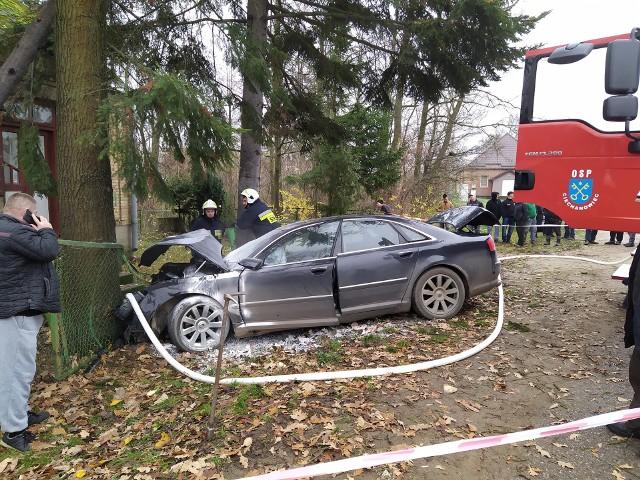 Zgłoszenie o zdarzeniu dyżurny wysokomazowieckiej policji otrzymał w sobotę, 16 listopada, o godz 8.09. W miejscowości Winna Chroły, w gminie Ciechanowiec, doszło do zdarzenia drogowego z udziałem samochodu osobowego.