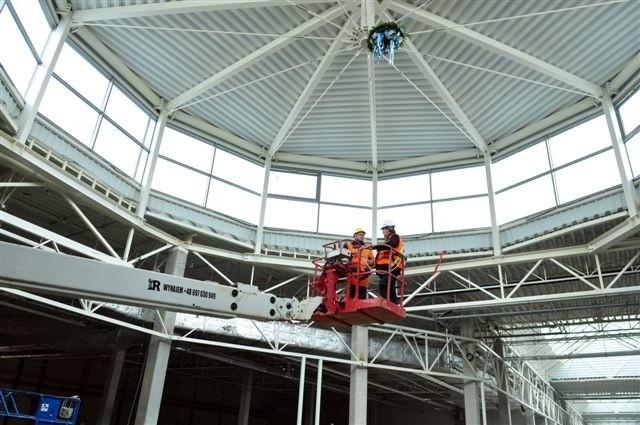Wiecha nad Centrum Galardia w Starachowicach! Zobacz zdjęcia z budowyCentrum Galardia, stan surowy osiągnięty.