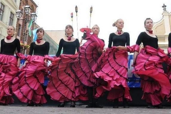 Nie może zabraknąć stałych hiszpańskich akcentów - np. tańca flamenco