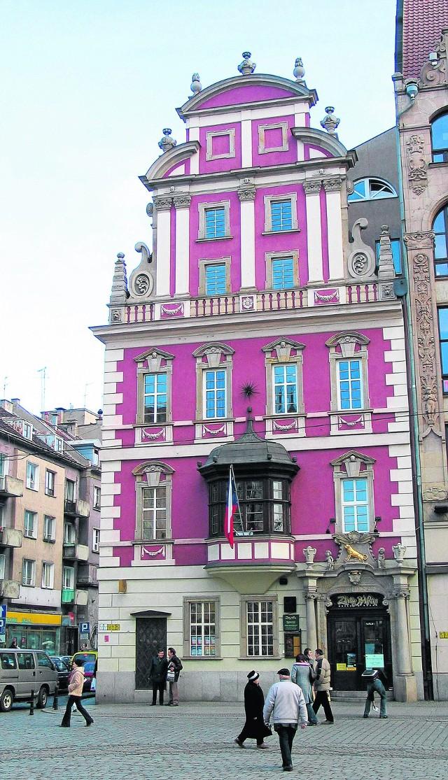 """Kamienicę """"Pod Złotym Psem""""  na wrocławskim Rynku zrekonstruowano  w 1994 roku"""
