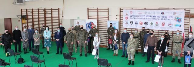Zespół Szkół nr 1 w Golubiu-Dobrzyniu był zaangażowany w organizację Olimpiady o Wiedzy i Obronności. To właśnie w tej szkole odbył się III etap zmagań- test dla 10 finalistów z województwa