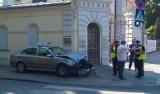 Taksówka zderzyła się ze śmieciarką