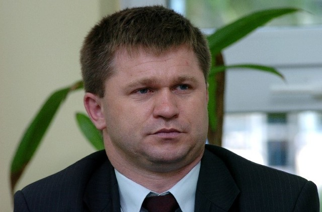 Adam Kmiecik, 40 lat, żonaty, jedno dziecko – córka Dominika, był przewodniczącym powiatowych struktur Platformy Obywatelskiej, ale od sierpnia br., kiedy to struktury PO w powiecie zostały rozwiązane jest zwykłym członek partii.