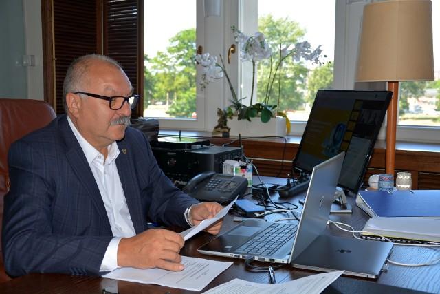 Podczas webinaru z przedsiębiorcami marszałek Cezary Przybylski poinformował o stanie realizacji Dolnośląskiego Pakietu Gospodarczego