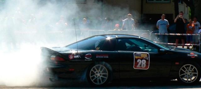 Największą atrakcją Zlotu będą pokazy driftu, czyli jazdy bokiem w kontrolowanym poślizgu. Najodważniejsi miłośnicy motoryzacji będą mogli wziąć udział w konkurencji zwanej Drift Taxi.