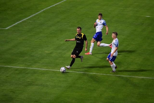 GKS Jastrzębie przedłużył o miesiąc kontrakty z dwunastoma piłkarzami.