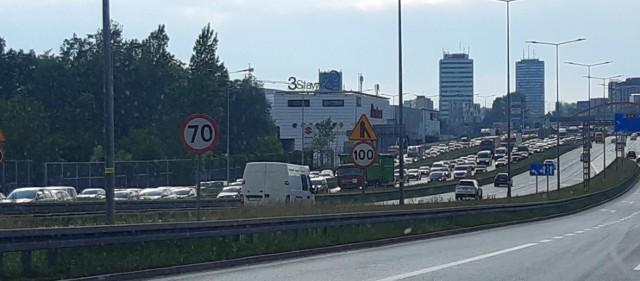 Gigantyczny korek na DTŚ. Wypadki w Katowicach, zamknięty tunel. Policja wprowadza objazdy.Zobacz kolejne zdjęcia. Przesuwaj zdjęcia w prawo - naciśnij strzałkę lub przycisk NASTĘPNE