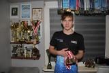 Brzeziny: Młody mistrz pływania rozwija skrzydła