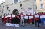 """Ogólnopolski protest pracowników sądów i prokuratur. """"Żądamy godnej płacy, nie róbcie nas w balona"""" – postulowali pracownicy Sądu Okręgowego"""