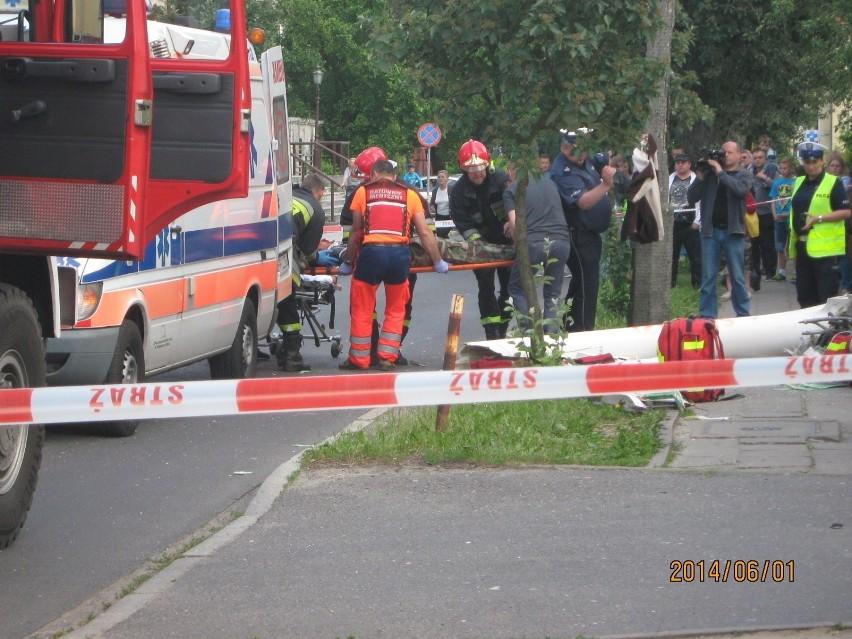 W wypadku zginął jeden z pilotów, a spadający szybowiec...