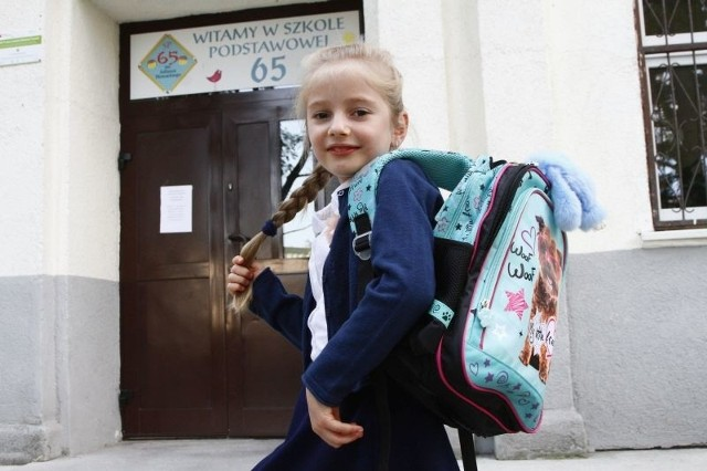 Nadia w poniedziałek zaczyna naukę w I klasie Szkoły Podstawowej nr 65 w Łodzi.