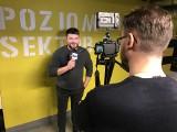 """Marcin Sójka, laureat The Voice of Poland 2018: Premiera nowego klipu do piosenki """"Wróć"""". Zdjęcia powstawały w Warszawie [WYWIAD WIDEO]"""