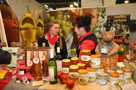 Nasze stoisko cieszyło sie dużą popularnością na kieleckich targach (fot. Departament Rolnictwa, Środowiska i Rozwoju Wsi, Urząd Marszałkowski Województwa Lubuskiego)