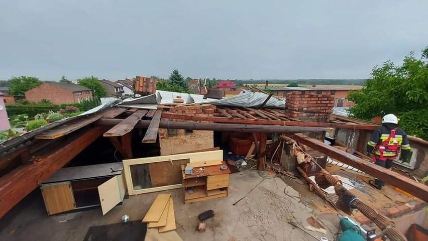 Śląsk po burzach. Zerwane dachy, zalane domy, drogi i wiadukty, połamane drzewa. Ponad trzysta interwencji strażaków w woj. śląskim