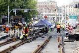 Na Curie-Skłodowskiej układają torowisko. W czerwcu zamkną most Zwierzyniecki