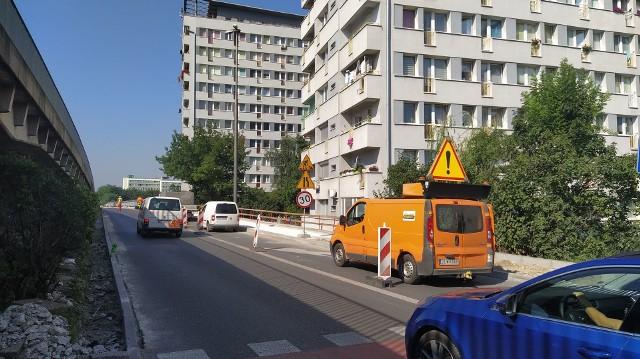 Utrudnienia na łączniku ul. Budowlanych z mostem na ul. Nysy Łużyckiej w Opolu. W piątek wprowadzone będą dodatkowe ograniczenia w ruchu.