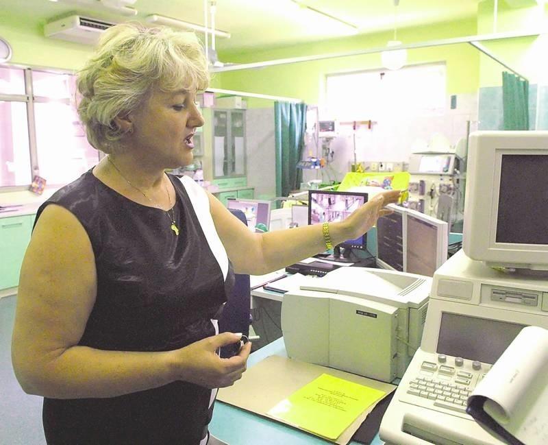 - Tu, do sali intensywnego nadzoru kardiologicznego trafiają pacjenci po zabiegach - mówi mówi oddziałowa Teresa Frąckowiak