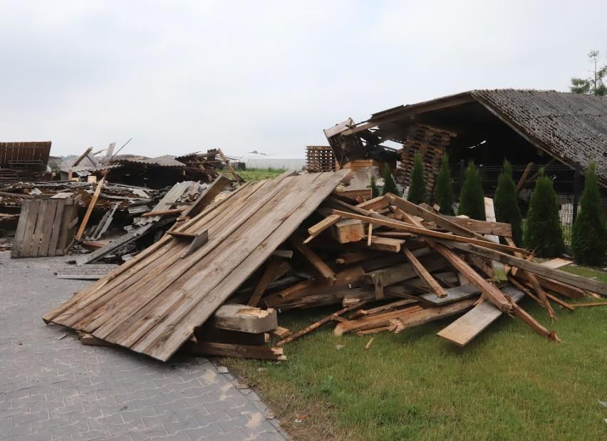 Gwałtowna burza przeszła przez gminę Klwów 22 czerwca. Są potężne zniszczenia (ZDJĘCIA)