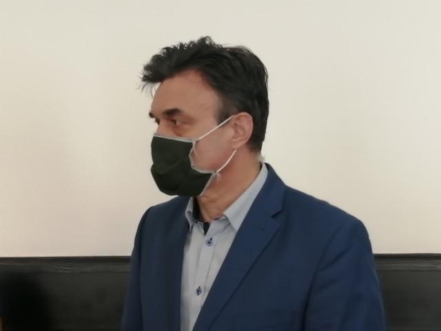 """Ostatnia """"robocza"""" rozprawa na jego procesie w sprawie skoku stulecia odbyła się w czwartek 13 maja w Sądzie Okręgowym w Łodzi. Oskarżony Grzegorz Łuczak, który wciąż przebywa w areszcie śledczym, został przywieziony przez policjantów."""