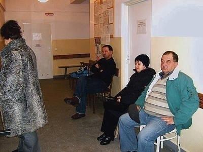 Pacjenci szpitala w oczekiwaniu na przyjęcie do specjalisty Fot. Klaudia Kaczor -Skrężyna