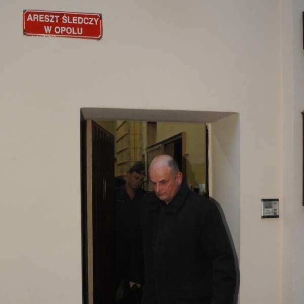 Wczoraj Leszek Pogan wyszedł z aresztu po kilku minutach. Dzisiaj - przekraczając bramę więzienia - zostanie tam już na dłużej.