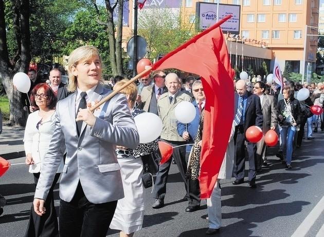 Konin to jedno z nielicznych miast w Wielkopolsce, gdzie podtrzymywana jest tradycja pochodów pierwszomajowych. W 2011 roku wzięło w nim udział około 100 osób