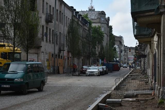 Ten fragment ul. Wschodniej (od ul. Jaracza do ul. Rewolucji 1905 r.) ma zostać ponownie oddany do użytku już we wrześniu br.