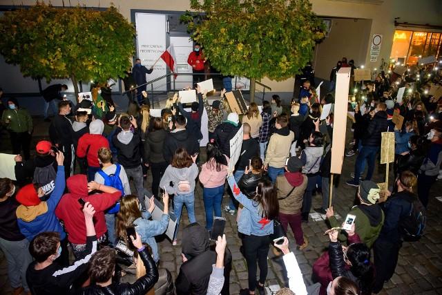 Przed sanepidem i policją będą się tłumaczyli m.in. uczestnicy spaceru z 28. października. Na ulice Namysłowa wyszło wtedy około 2 tys. osób.