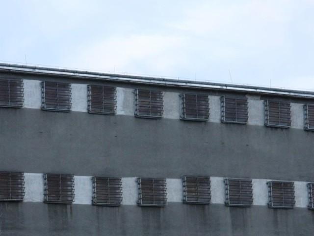 Czterech mężczyzn odpowie za gwałt na współwięźniu w celi zielonogórskiego aresztu