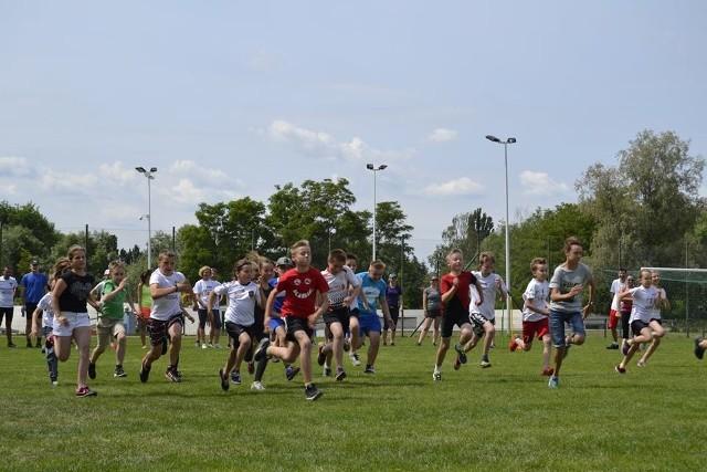 """Tak wyglądała rywalizacja w jednym z biegów podczas swarzędzkiego etapu kampanii """"Uzależnia mnie tylko sport"""""""