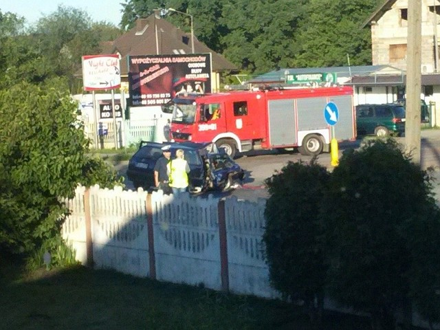 Służby bezpieczeństwa zabezpieczyły miejsce wypadku.