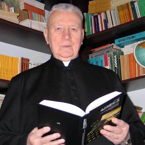 """W latach 80. ks. Sudoł, proboszcz sanockiej parafii Przemienienia Pańskiego, zaliczany był do """"szczególnie niebezpiecznych"""" kapłanów."""
