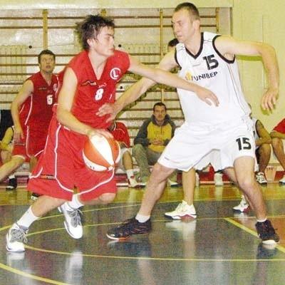Rafał Bochenek (biały strój) w Toruniu zdobył 6 punktów