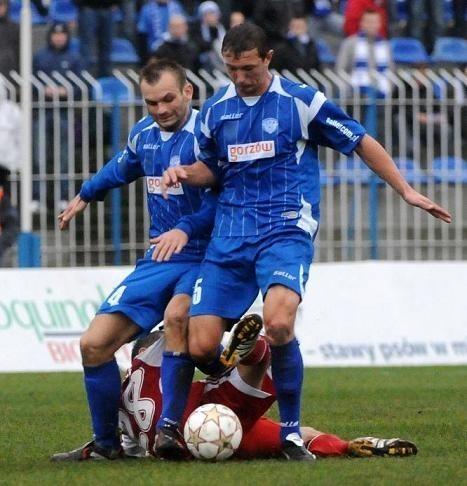 Josef Petrzik (z lewej) i Daniel Ciach na pewno nie zagrają już razem w GKP. Czeski obrońca rozwiązał po jesiennej rundzie swój kontrakt z gorzowskim klubem.