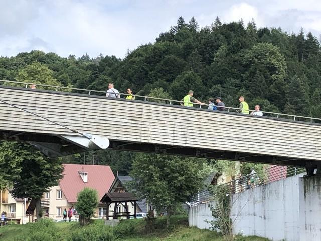 Słowackie kontrole na kładce pieszo-rowerowej w Sromowcach
