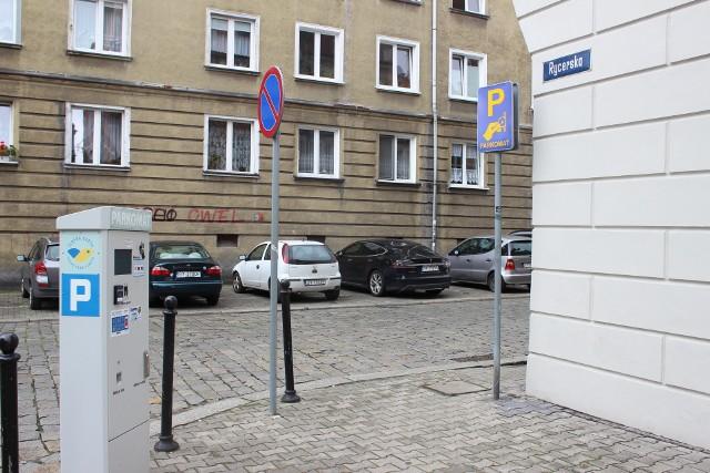 W strefie płatnego parkowania w Bytomiu kierowcy mogą teraz płacić tylko bezgotówkowoZobacz kolejne zdjęcia. Przesuwaj zdjęcia w prawo - naciśnij strzałkę lub przycisk NASTĘPNE