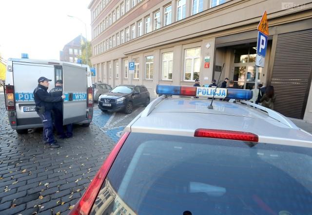 Do ataku doszło w sądzie okręgowym przy ul. Małopolskiej, który rozpatruje sprawy rodzinne